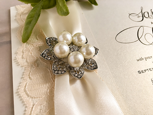 Wedding Invitation 2125: White Gold, Brooch/Buckle T