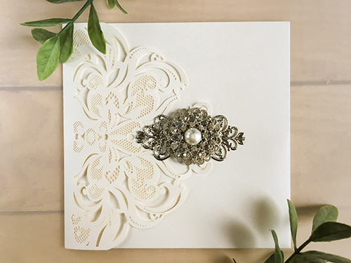Wedding Invitation lc119: Cream Smooth, Brooch/Buckle A6, Metal Filigree F4 - Silver