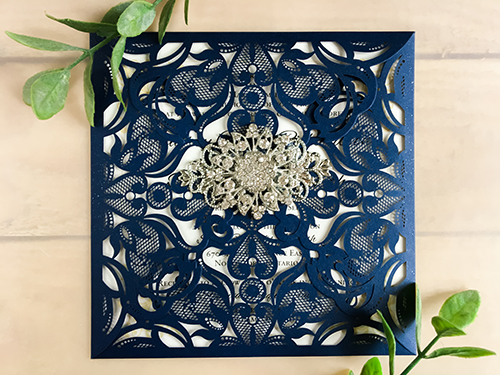 Wedding Invitation lc21: Cream Smooth, Brooch/Buckle A11, Metal Filigree F4 - Silver