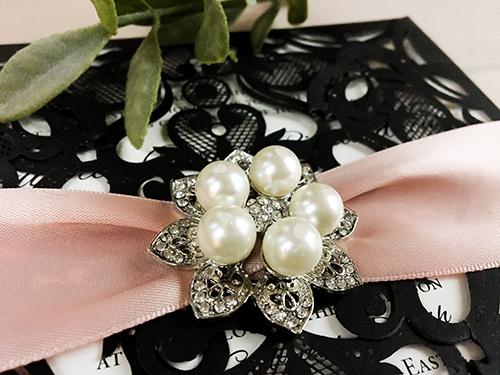 Wedding Invitation lc62: Cream Smooth, Brooch/Buckle T