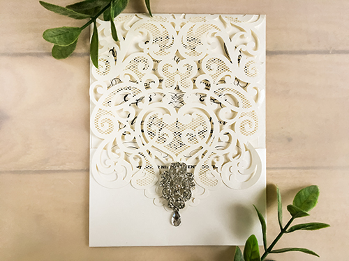Wedding Invitation lc68: Cream Smooth, Brooch/Buckle A17