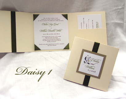 Invitation Daisy1: Ivory Pearl, Gold Pearl, White Smooth, Sloop, Sabon Roman, Sage Ribbon
